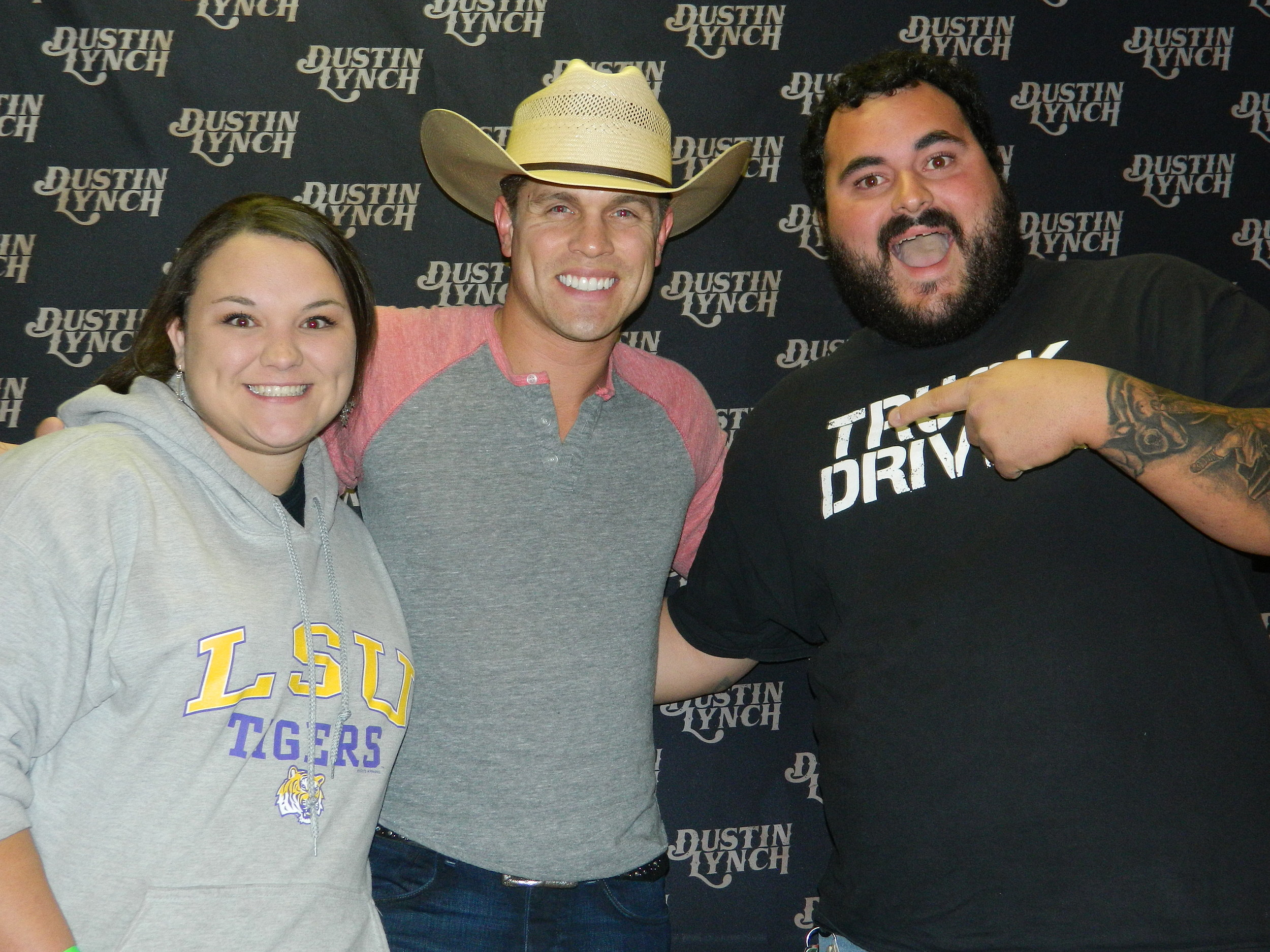 Heres The Dustin Lynch Meet And Greet Pics Photos