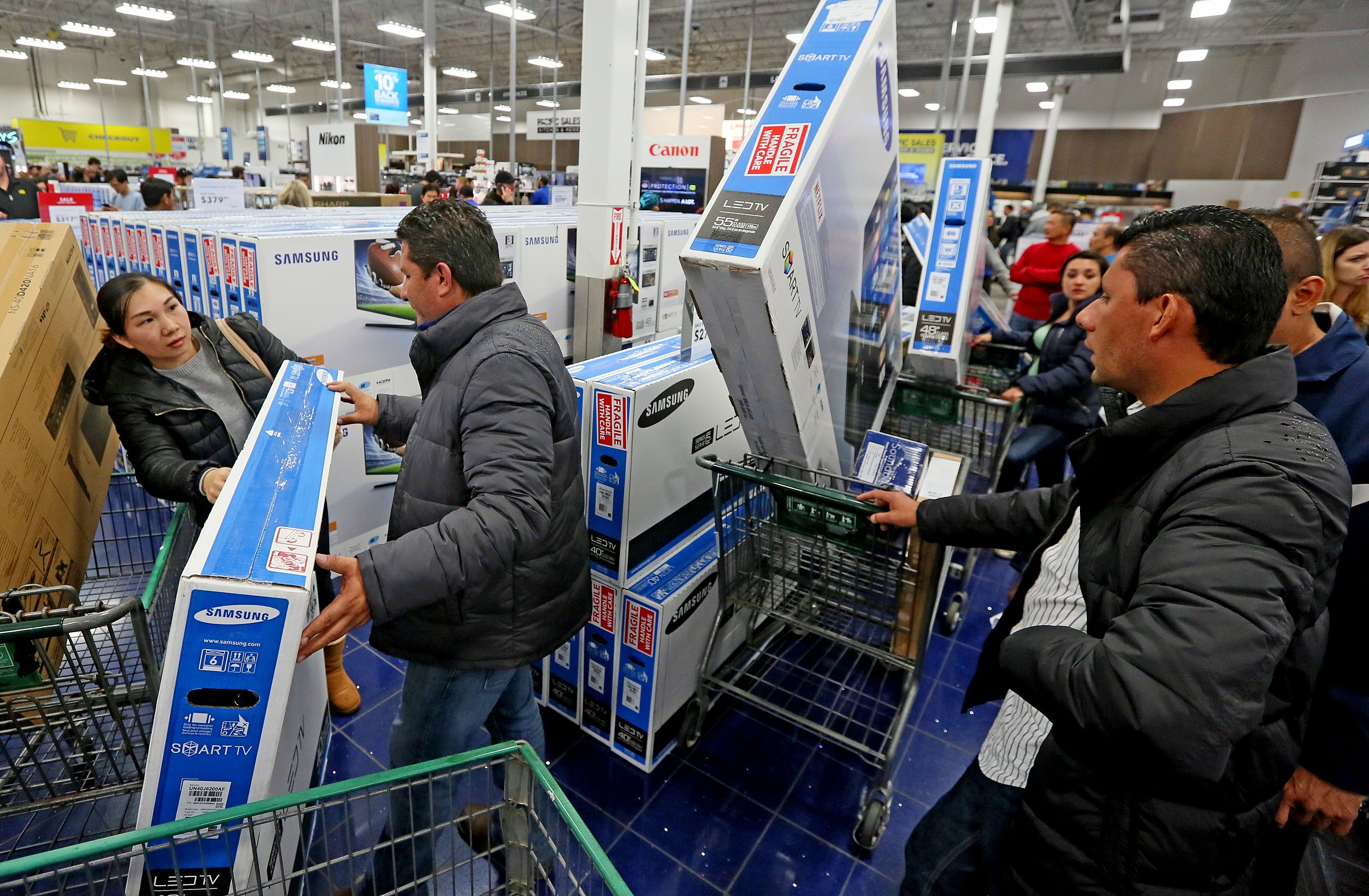 Black Friday Sales (Getty Images)