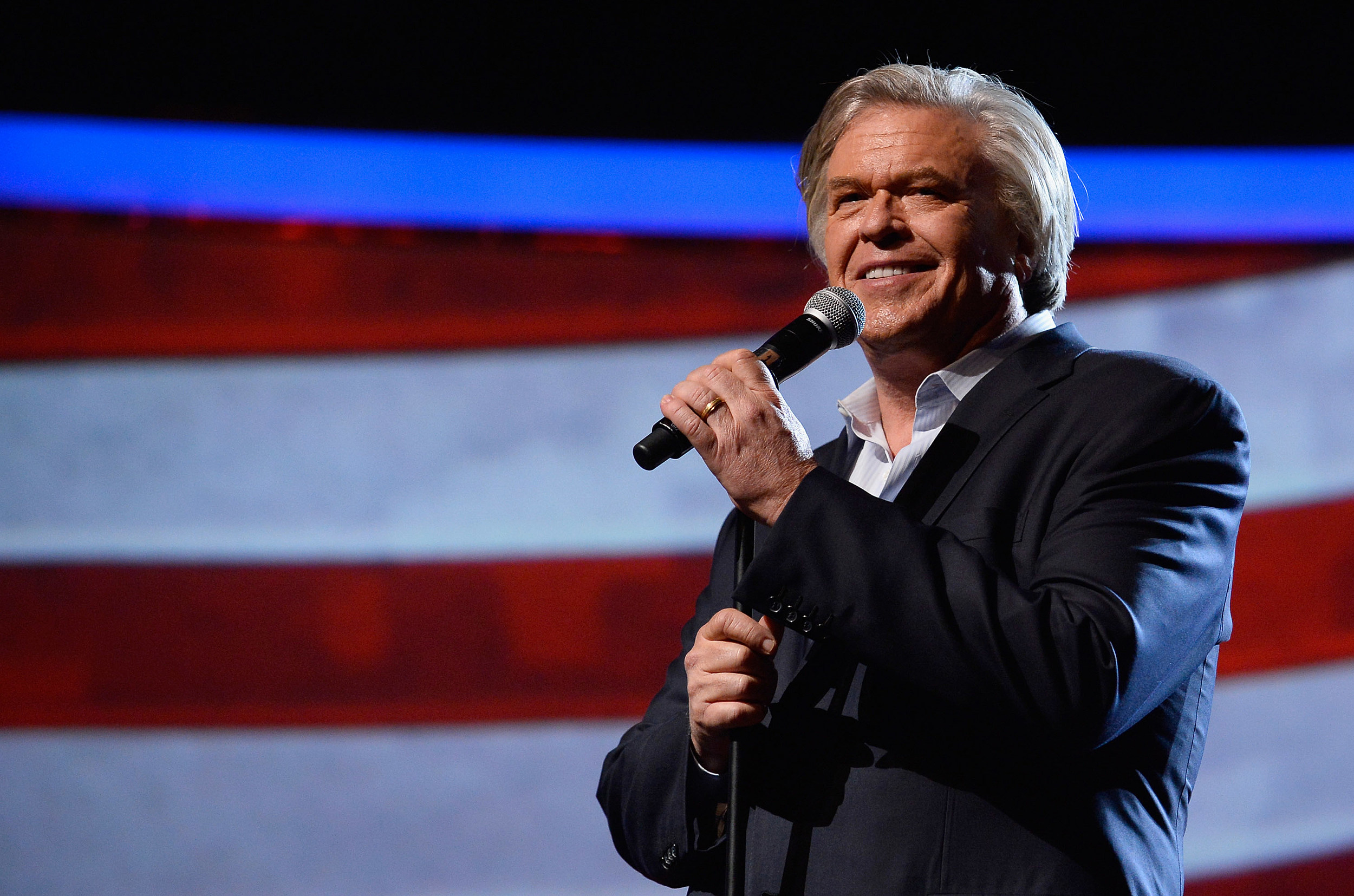 Ron White Tapes His Annual Comedy Salute To The Troops To Air On CMT Later This Year
